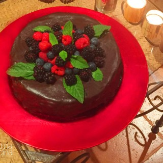 Tarta de chocolate con frutos del bosque| junaenlacocina.com