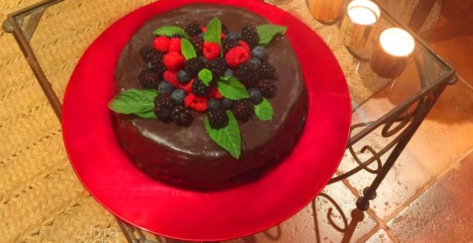 Tarta de chocolate con frutos del bosque