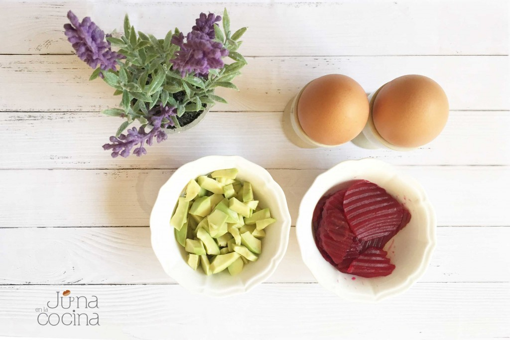 Huevo-aguacate-y-remolacaha-ingredientes