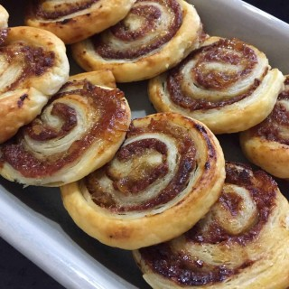 caracolas-de-hojaldre-saladas-pate-y-cebolla|junaenlacocina.com