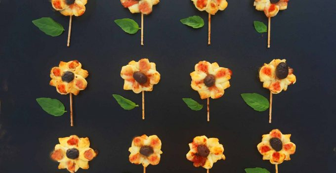 Flores saladas de hojaldre y cebolla