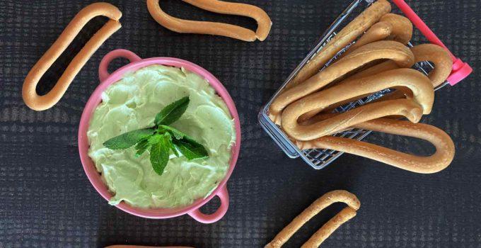 Guacamole y queso crema con rosquillas