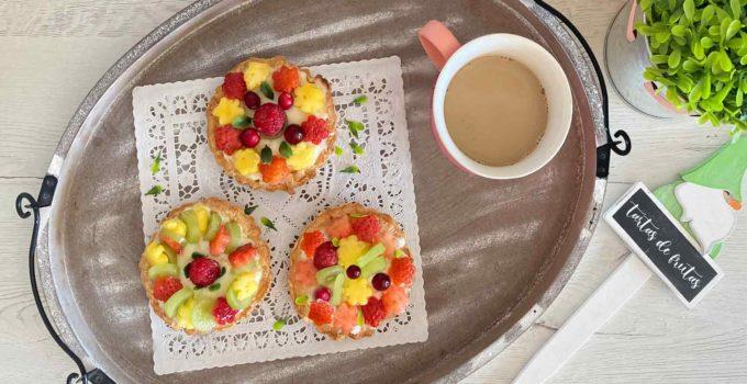 Tartas de frutas con crema pastelera y hojaldre